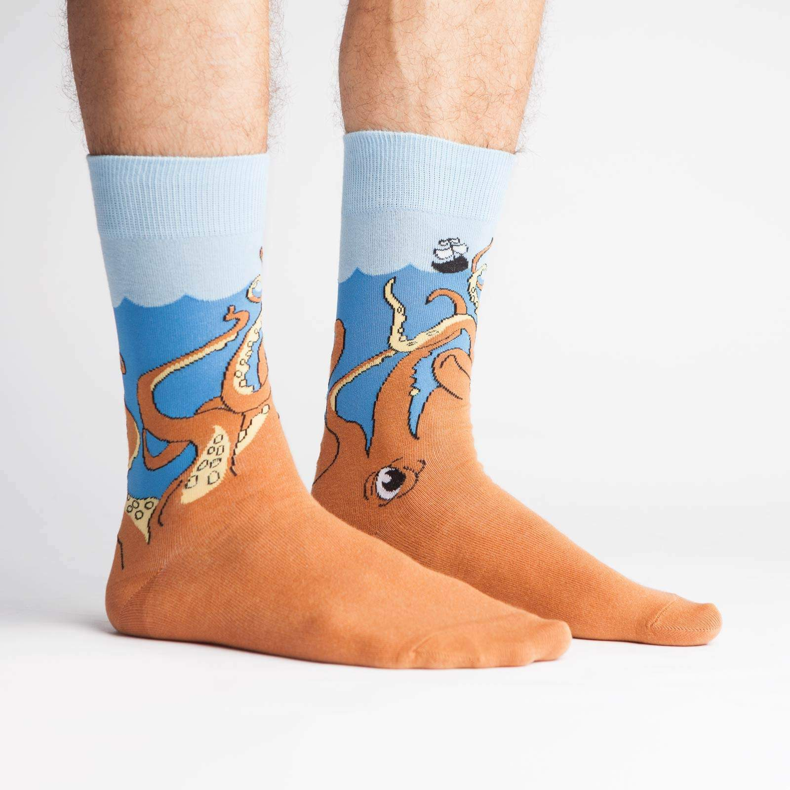 model side view of Squid-O - Squid Crew Socks Blue and Orange - Men's